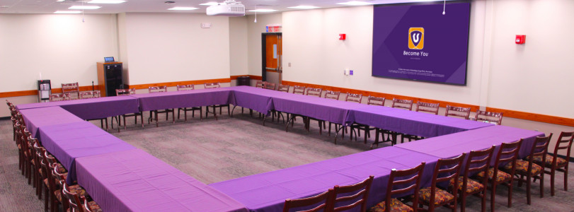 Cottonwood Room with open square seating